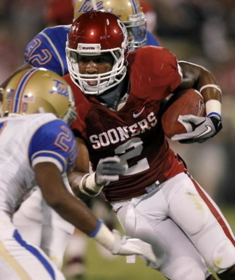 Photo - Oklahoma's Trey Franks (2) runs the ball after a catch during the college football game between the University of Oklahoma Sooners ( OU) and the Tulsa University Hurricanes (TU) at the Gaylord Family-Memorial Stadium on Saturday, Sept. 3, 2011, in Norman, Okla. Oklahoma won 47-14. Photo by Bryan Terry, The Oklahoman ORG XMIT: KOD