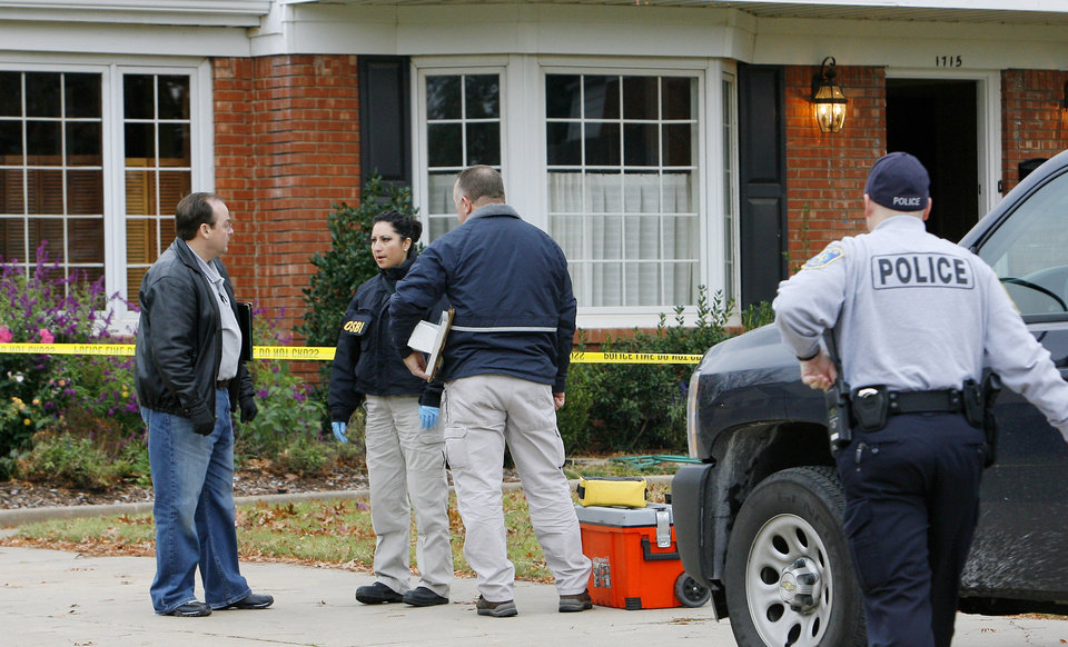 Nichols Hills police and OSBI agents investigate a death at 1715 Elmhurst in Nichols Hills Monday, Nov. 16, 2009. Photo by Paul B. Southerland