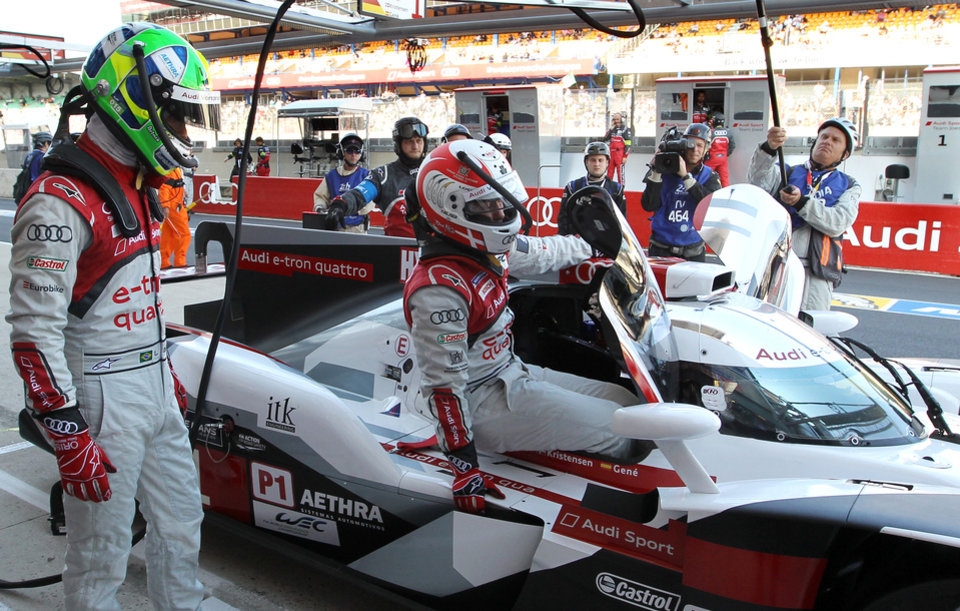 Photo - Danish driver Tom Kristensen climbs from his  his Audi R18 e-tron quattro as his teammate Brazil Lucas Di Grassi looks on in during a warm up session of the 82nd 24-hour Le Mans endurance race, in Le Mans, western France, Saturday, June 14, 2014. (AP Photo/Bob Edme))