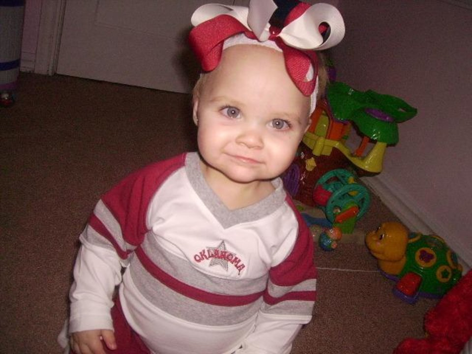 "Chloe Marie, "" GO OU BEAT TEXAS""<br/><b>Community Photo By:</b> GayLa<br/><b>Submitted By:</b> gayla, midwest city"