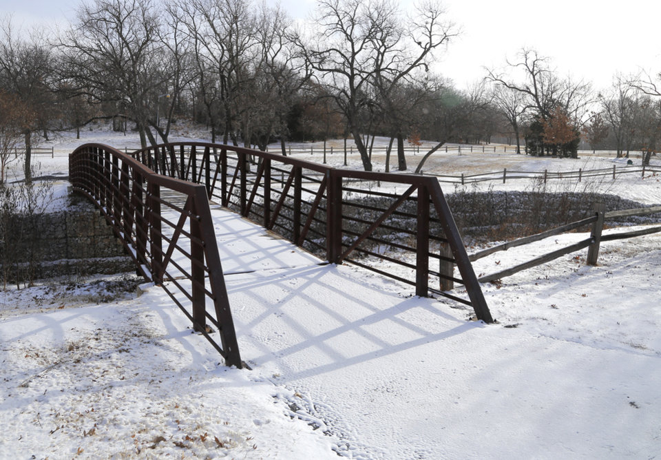 Snow in Hafer park in Edmond Sunday, January 4, 2014.  Photo by Doug Hoke, The Oklahoman
