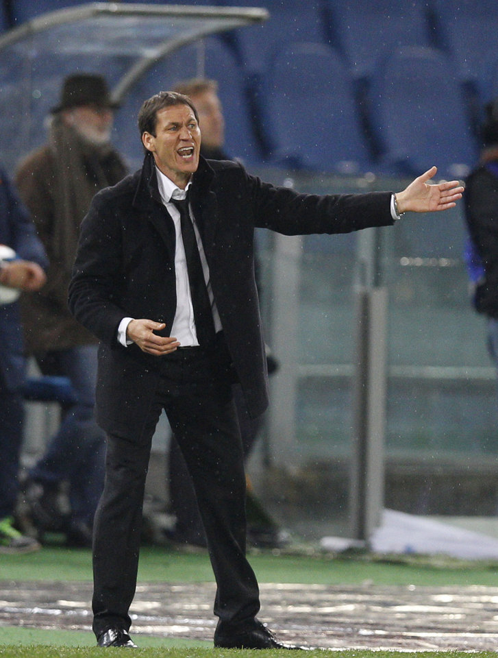Photo - AS Roma coach Rudi Garcia calls out to his players during a Serie A soccer match between AS Roma and Torino, at Rome's Olympic Stadium, Tuesday, March 25, 2014. (AP Photo/Andrew Medichini)
