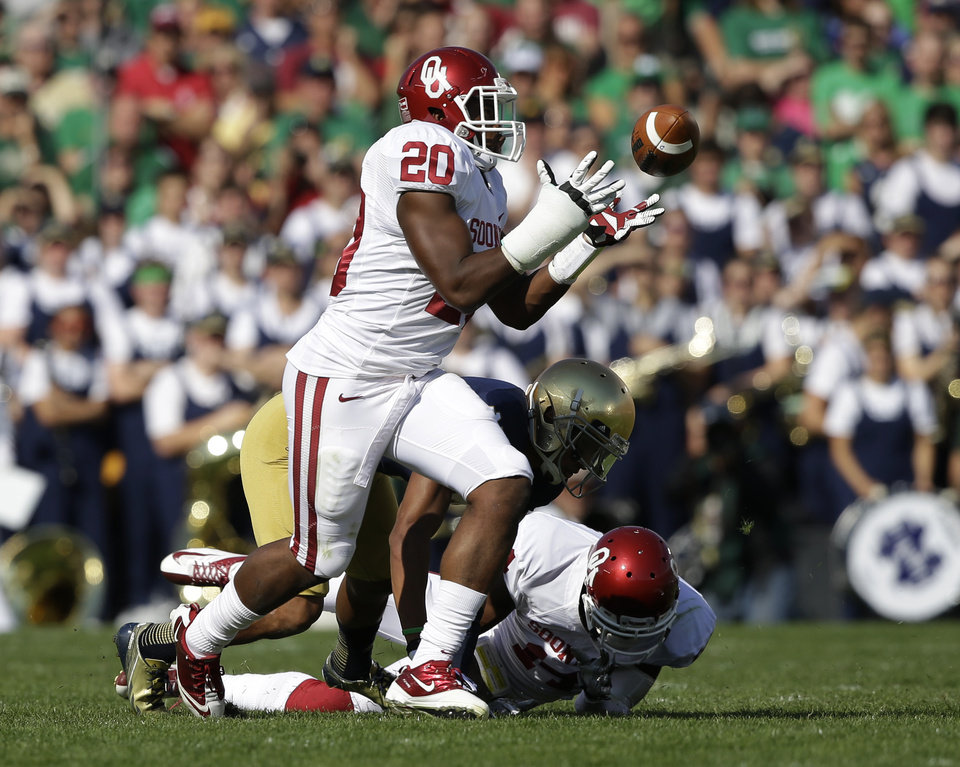 Oklahoma's Frank Shannon (20) intercepts a pass from Notre Dame's Tommy Rees during the first half of an NCAA college football game on Saturday, Sept. 28, 2013, in South Bend, Ind. (AP Photo/Darron Cummings)  ORG XMIT: INDC103