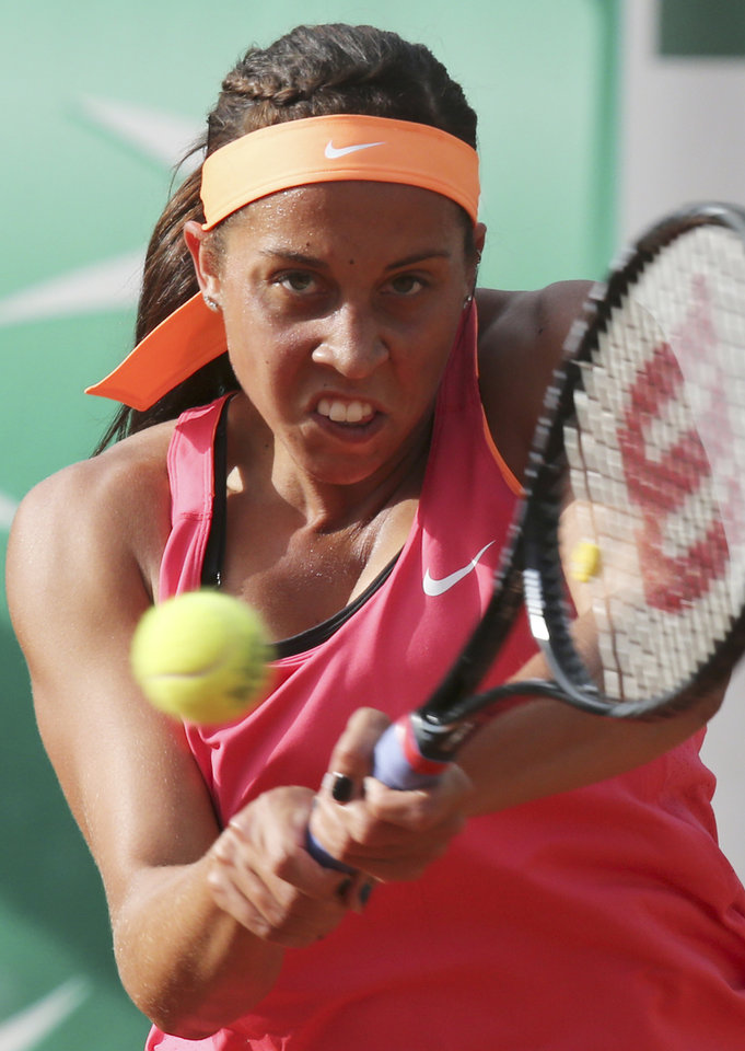 Photo - Madison Keys, of the U.S, returns the ball to Italy's Sara Errani during the first round match of  the French Open tennis tournament at the Roland Garros stadium, in Paris, France, Tuesday, May 27, 2014. (AP Photo/David Vincent)