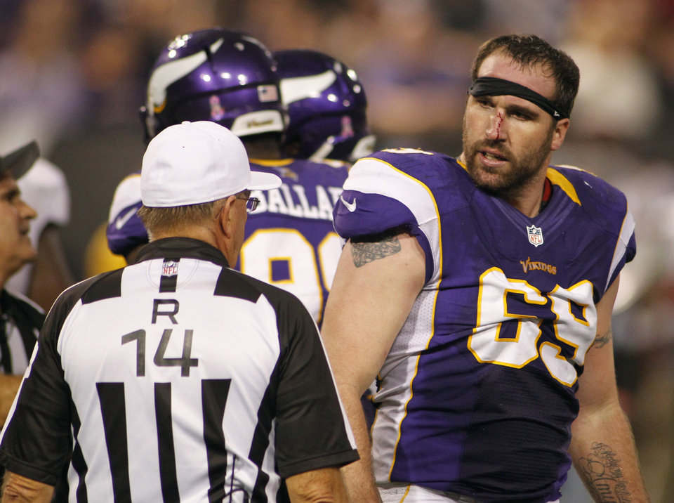 Photo -   Minnesota Vikings defensive end Jared Allen reacts to referee Ron Winter, left, after getting in a tussle with Tampa Bay Buccaneers tackle Donald Penn during the second half of an NFL football game Thursday, Oct. 25, 2012, in Minneapolis. (AP Photo/Andy King)