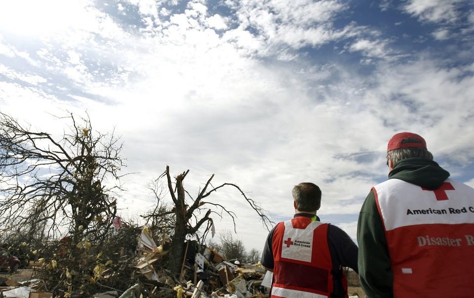 Photo - The American Red Cross surveys damage in Lone Grove, Okla., Thursday, Feb. 12, 2009, PHOTO BY SARAH PHIPPS, THE OKLAHOMAN