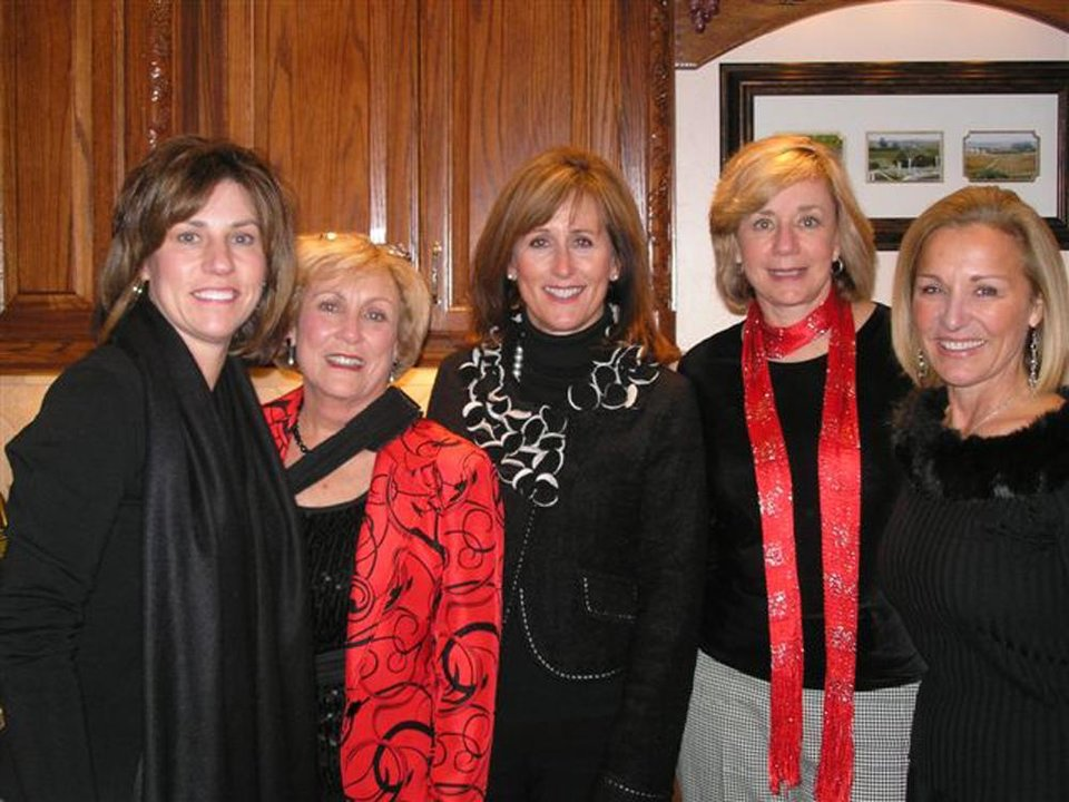Alison Mathis, Alice Lawson, Nancy Pennell, Joan Cunningham, Cyndi Cleary.   PHOTO BY DAVID FAYTINGER, FOR THE OKLAHOMAN