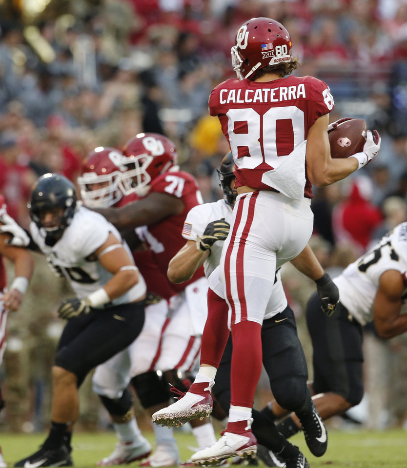 Photo - Oklahoma's Grant Calcaterra (80) catches a pass during a college football game between the University of Oklahoma Sooners (OU) and the Army Black Knights at Gaylord Family-Oklahoma Memorial Stadium in Norman, Okla., on Saturday, Sept. 22, 2018. Photo by Steve Sisney, The Oklahoman