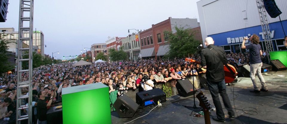 A crowd on main street watches the Chainsaw Kittens perform Saturday, April 26, 2008 during the Norman Music Festival in downtown Norman, Ok. BY JACONNA AGUIRRE/THE OKLAHOMAN.