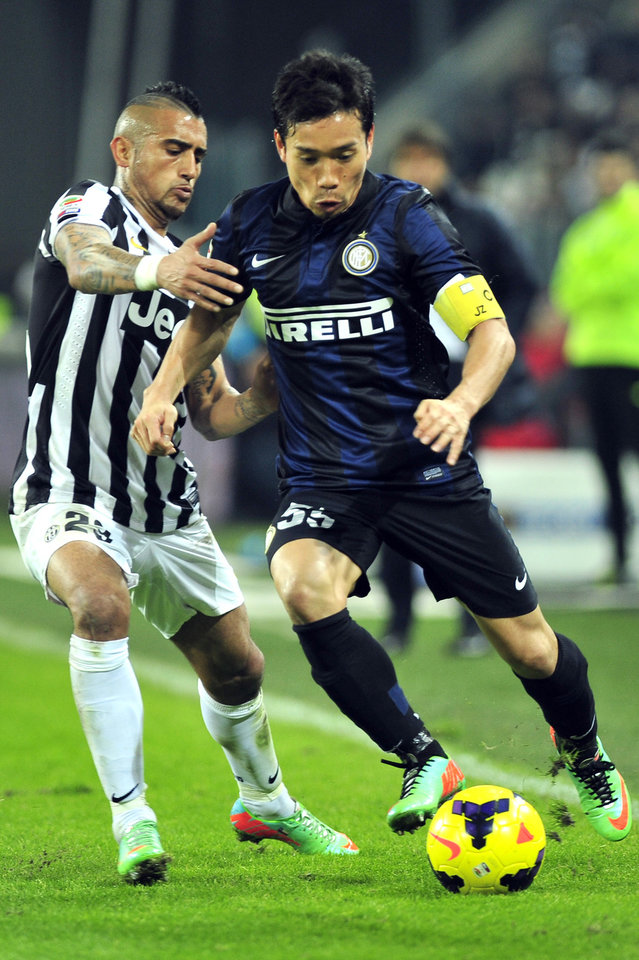 Photo - Inter Milan defender Yuto Nagatomo, of Japan, challenges the ball with Juventus midfielder Arturo Vidal, of Chile, during a Serie A soccer match between Juventus and Inter Milan at the Juventus stadium, in Turin, Italy, Sunday, Feb. 2, 2014. (AP Photo/Massimo Pinca)