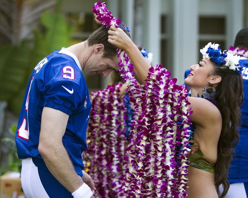 New Orleans Saints quarterback Drew Brees (9) of the NFC receives a Hawaiian lei before the NFC team photo at the Ihilani Resort in Kapolei, HI, Friday, Jan. 25, 2013. (AP Photo/Marco Garcia)