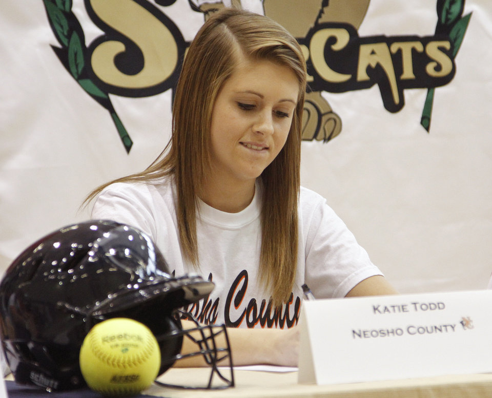 Photo - NATIONAL SIGNING DAY / SIGN / SIGNED: Southmoore High School's Katie Todd signs her letter of intent to play softball at Neosho County College during National Signing Day at Southmoore High School on Wednesday, Feb. 1, 2012, in Oklahoma City, Okla. Photo by Chris Landsberger, The Oklahoman