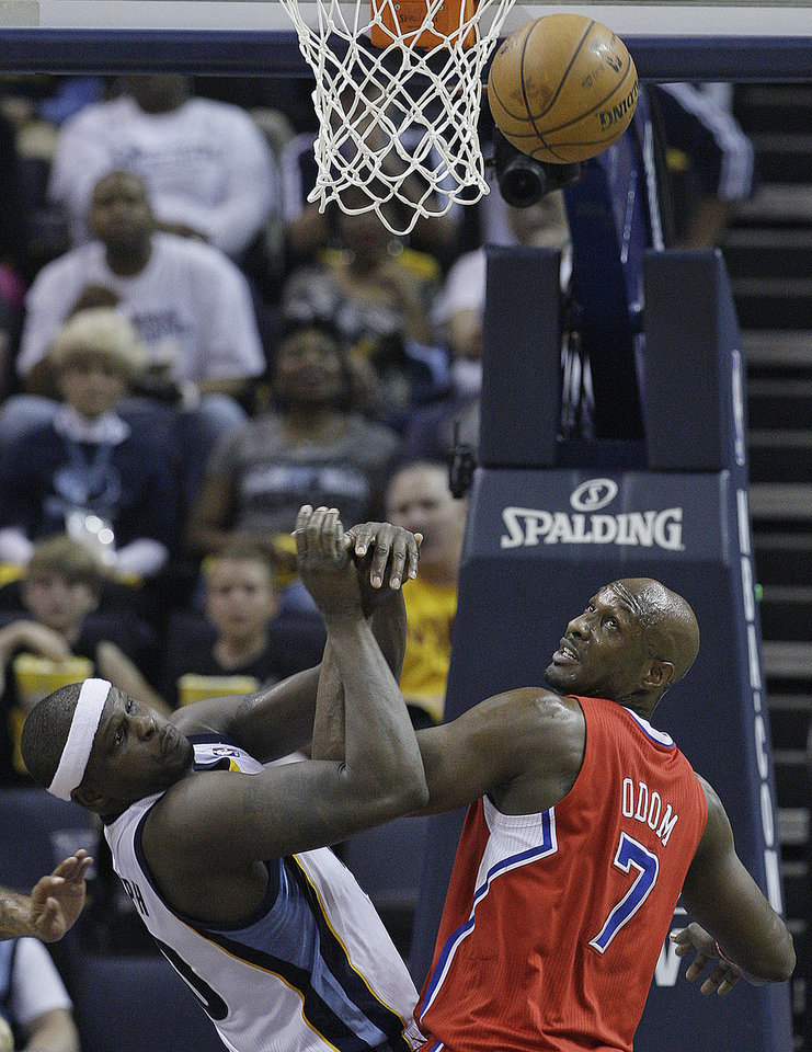Memphis Grizzlies forward Zach Randolph (50) and Los Angeles Clippers\' Lamar Odom (7) work for a rebound during the first half of Game 3 in a first-round NBA basketball playoff series, in Memphis, Tenn., Thursday, April 25, 2013. (AP Photo/Danny Johnston)