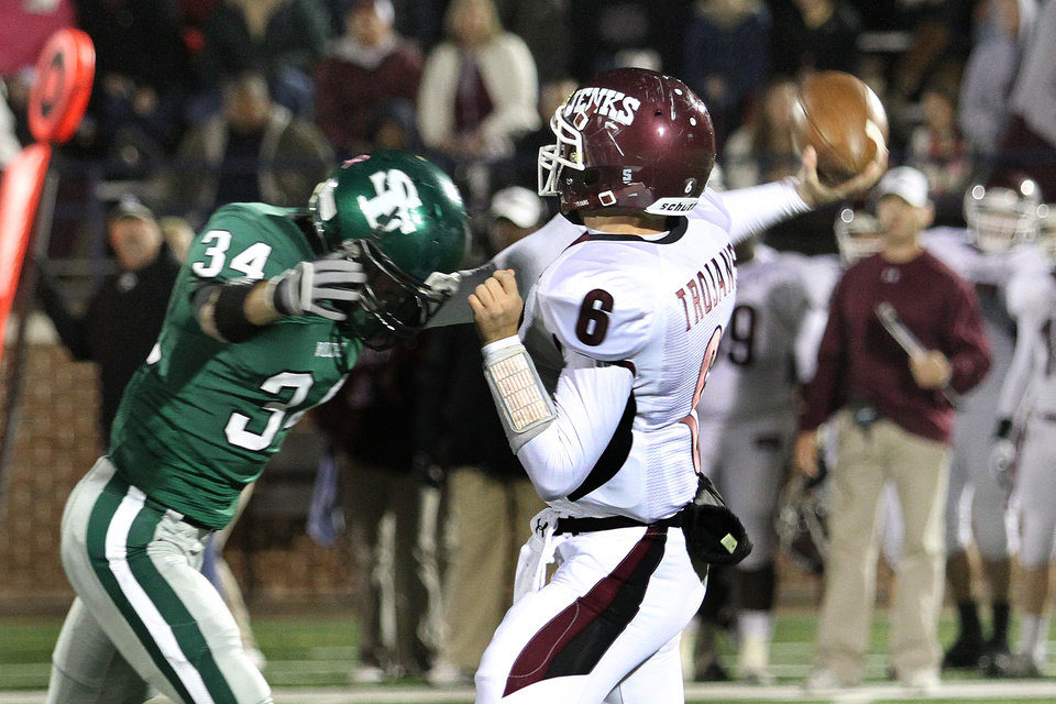 Photo - Edmond Santa Fe's Conner Bays bears down on Jenks quarterback Hunter Collins during the Edmond Santa Fe - Jenks game at UCO's Wantland Stadium in Edmond, Friday, November 18, 2011. PHOTO BY HUGH SCOTT, FOR THE OKLAHOMAN