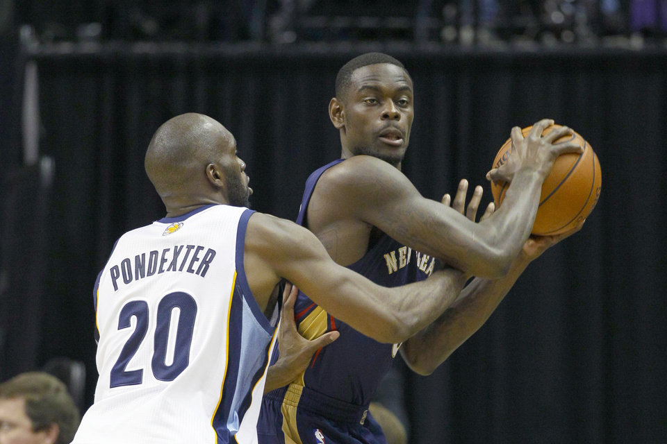 Photo - New Orleans Pelicans' Anthony Morrow, right, is pressured by Memphis Grizzlies' Quincy Pondexter (20) in the first half of an NBA basketball game in Memphis, Tenn., Wednesday, Nov. 6, 2013. (AP Photo/Danny Johnston)