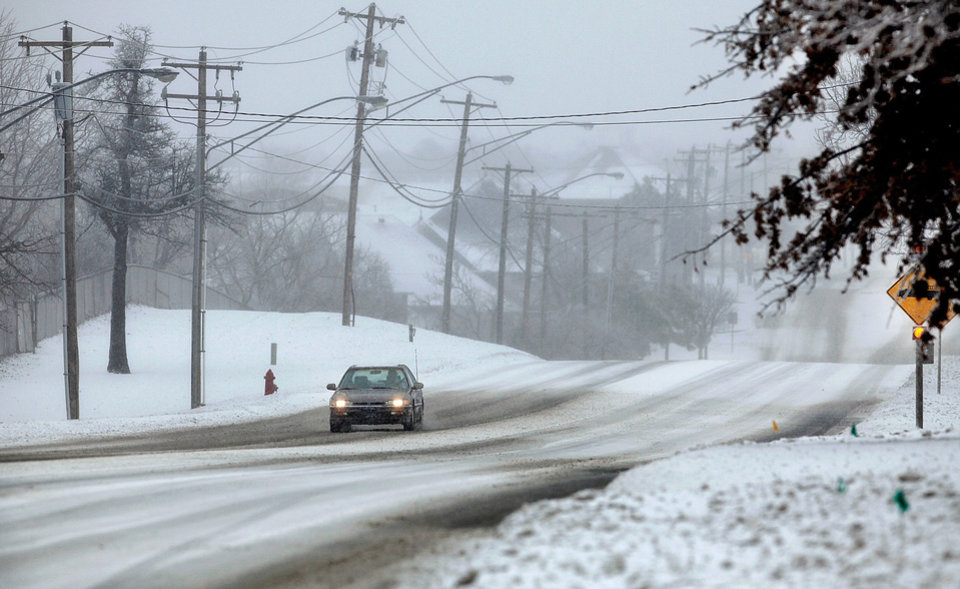 Photo - A lone car travels on SE 15 near Douglas Blvd. in Midwest City. Friday,  Jan. 29 , 2010. Photo by Jim Beckel, The Oklahoman