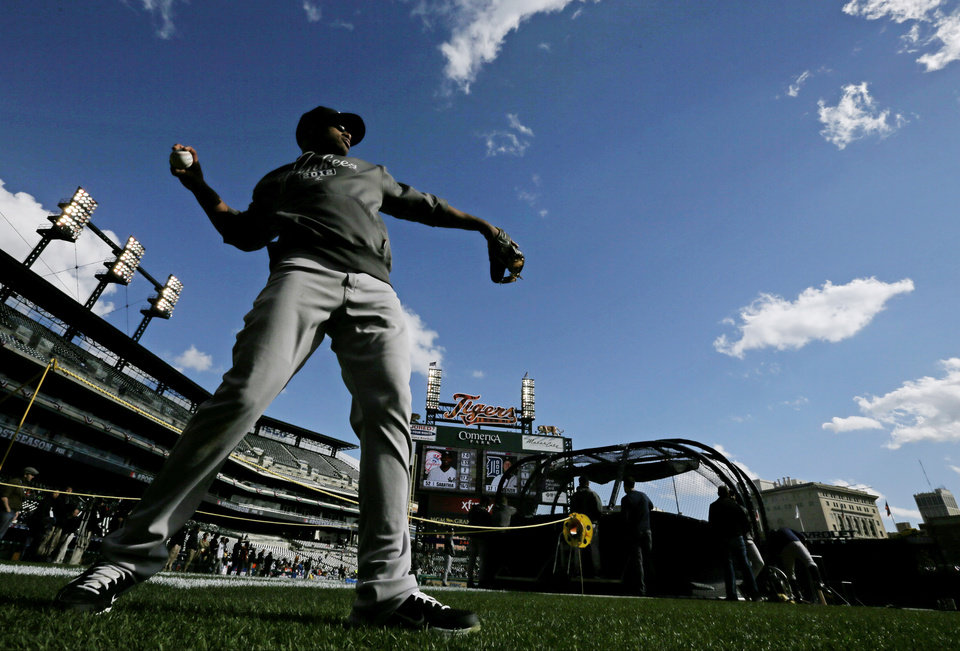 Photo -   New York Yankees' Robinson Cano throws before Game 4 of the American League championship series against the Detroit Tigers Thursday, Oct. 18, 2012, in Detroit. (AP Photo/Matt Slocum)