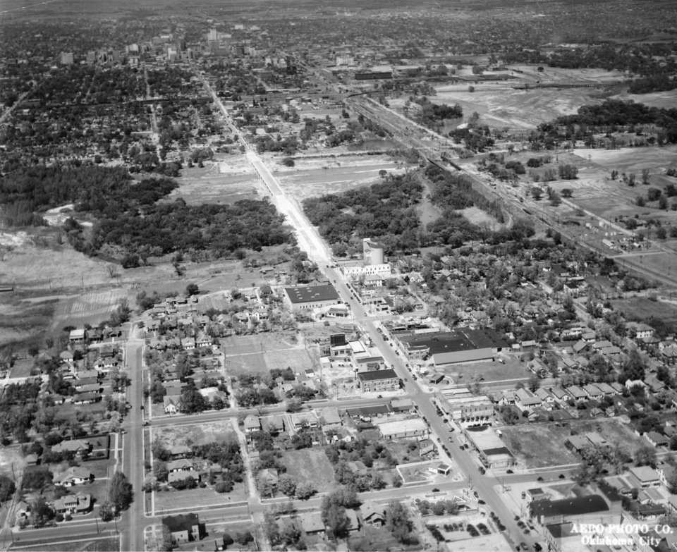 OKLAHOMA CITY / SKY LINE / OKLAHOMA / AERIAL VIEWS / AERIAL PHOTOGRAPHY / AIR VIEWS: Robinson Avenue viaduct. Photo dated 06/24/1929 and unpublished.