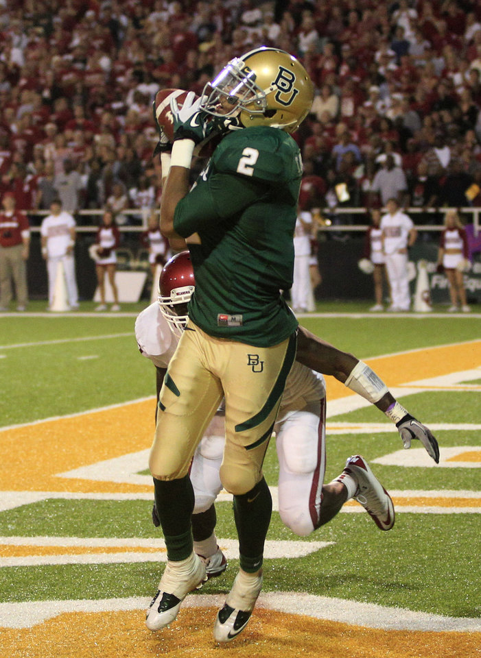 Photo - Baylor wide receiver Terrance Williams (2) grabs a reception for a touchdown with seconds left in the game in front of Oklahoma defensive back Sam Proctor, rear, during an NCAA college football game Saturday, Nov. 19, 2011, in Waco, Texas. Baylor defeated Oklahoma 45-38. (AP Photo/Tony Gutierrez) ORG XMIT: TXTG223