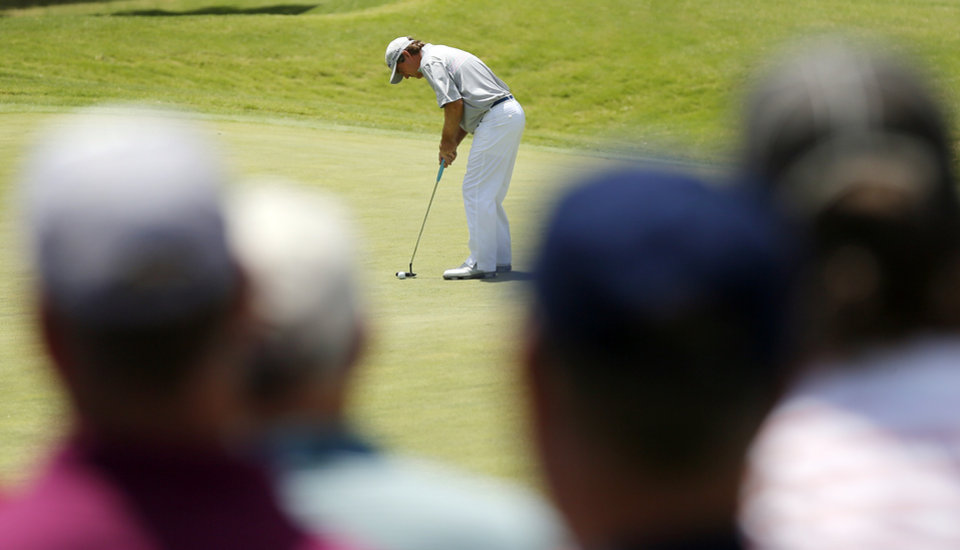 Photo - Gene Sauers putts on No. 7 during the third round of the U.S. Senior Open golf tournament at Oak Tree National in Edmond, Okla., Saturday, July 12, 2014. Photo by Nate Billings, The Oklahoman