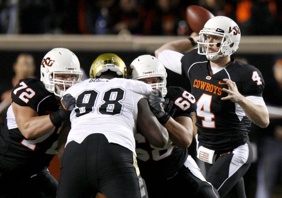 Photo - OSU's Brandon Weeden throws a pass during the college football game between Oklahoma State University (OSU) and the University of Colorado (CU) at Boone Pickens Stadium in Stillwater, Okla., Thursday, Nov. 19, 2009. Photo by Bryan Terry, The Oklahoman ORG XMIT: KOD