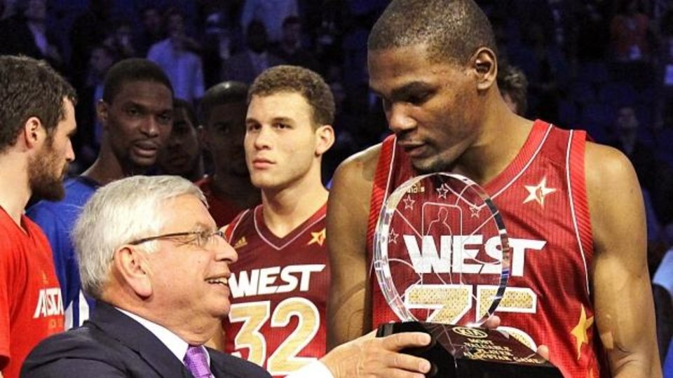 Kevin Durant accepts last year' All-Star Game MVP award from NBA commissioner David Stern.