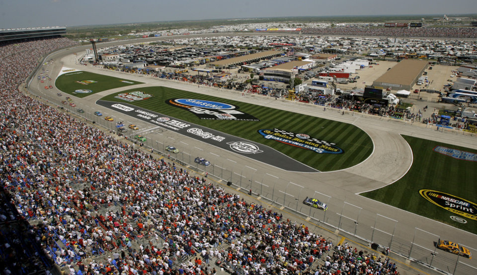 Photo - An overview of Texas Motor Speedway during the NASCAR Sprint Cup series Samsung 500 at in Fort Worth, Texas, Sunday, April 6, 2008. BY MATT STRASEN, THE OKLAHOMAN