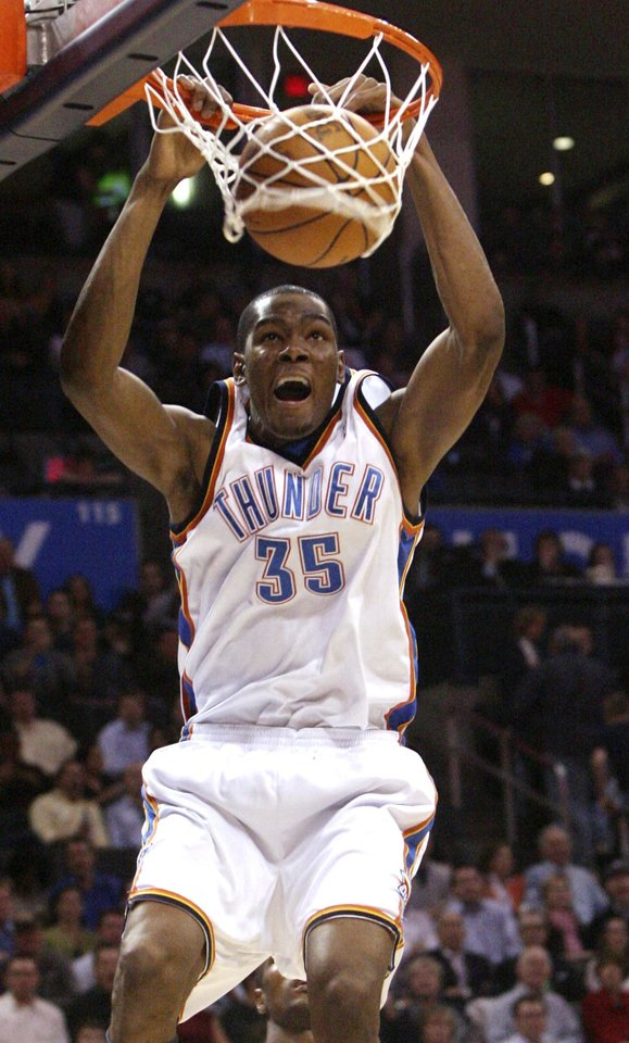Photo - L.A. LAKERS: Oklahoma City Thunder forward Kevin Durant dunks against the Los Angeles Lakers in the fourth quarter of an NBA basketball game in Oklahoma City, Friday, March 26, 2010. Durant had 26 points as Oklahoma City won 91-75. (AP Photo/Sue Ogrocki) ORG XMIT: OKSO107