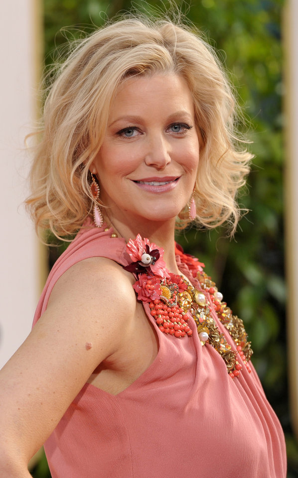 Actress Anna Gunn arrives at the 70th Annual Golden Globe Awards at the Beverly Hilton Hotel on Sunday Jan. 13, 2013, in Beverly Hills, Calif. (Photo by John Shearer/Invision/AP) ORG XMIT: CAPM494