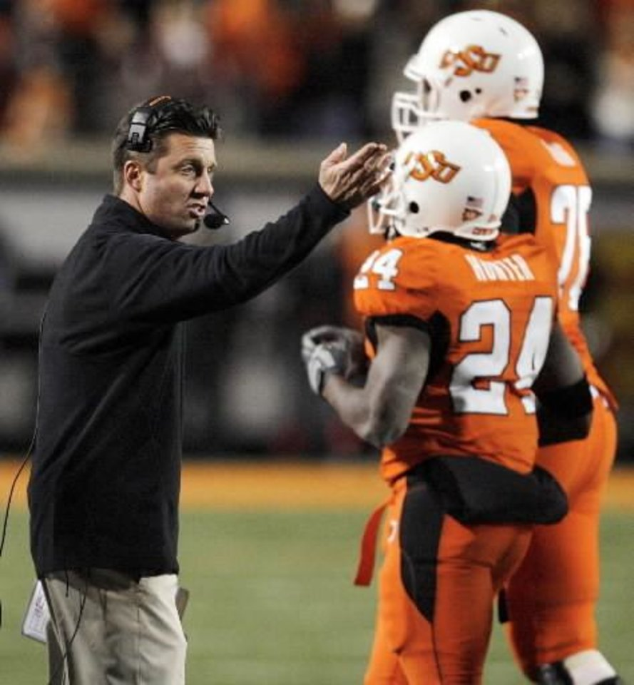 OSU head coach Mike Gundy speaks to his players as they come off the field during the second half of the college football game between the University of  Oklahoma Sooners (OU) and  Oklahoma  State University Cowboys (OSU) at Boone Pickens Stadium on Saturday, Nov. 29, 2008, in Stillwater, Okla. STAFF PHOTO BY NATE BILLINGS