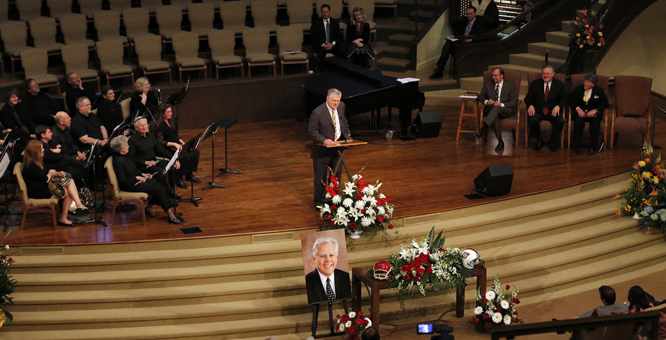 Photo - Chuck Bowman speaks during the funeral for former University of Oklahoma football player Steve Davis at the First Baptist Church on Monday, March 25, 2013, in Tulsa, Okla. Davis died in a plane crash last week in Indiana. Photo by Chris Landsberger, The Oklahoman