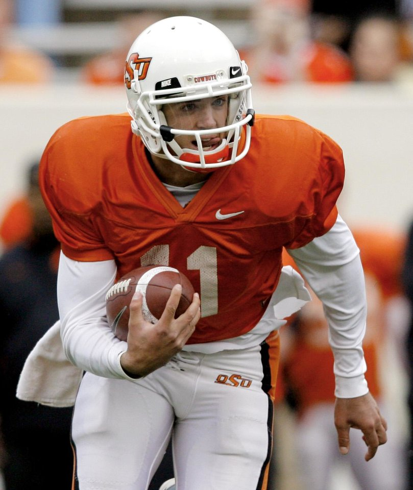 ORANGE AND WHITE GAME, OSU, COLLEGE FOOTBALL: Quarterback Zac Robinson (11) runs upfield during the Oklahoma State University Orange and White spring football scrimmage at Boone Pickens Stadium in Stillwater, Okla., Saturday, April 12, 2008. BY MATT STRASEN, THE OKLAHOMAN ORG XMIT: KOD