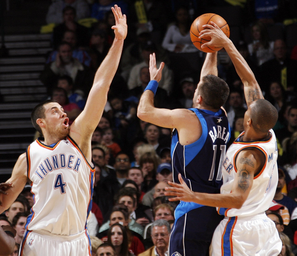 Photo - Eric Maynor (6) of Oklahoma City blocks the shot of Jose Barea (11) of Dallas as Nick Collison (4) of Oklahoma City defends during the NBA basketball game between the Dallas Mavericks and the Oklahoma City Thunder at the Ford Center in Oklahoma City, Tuesday, Feb. 16, 2010. Photo by Nate Billings, The Oklahoman ORG XMIT: KOD