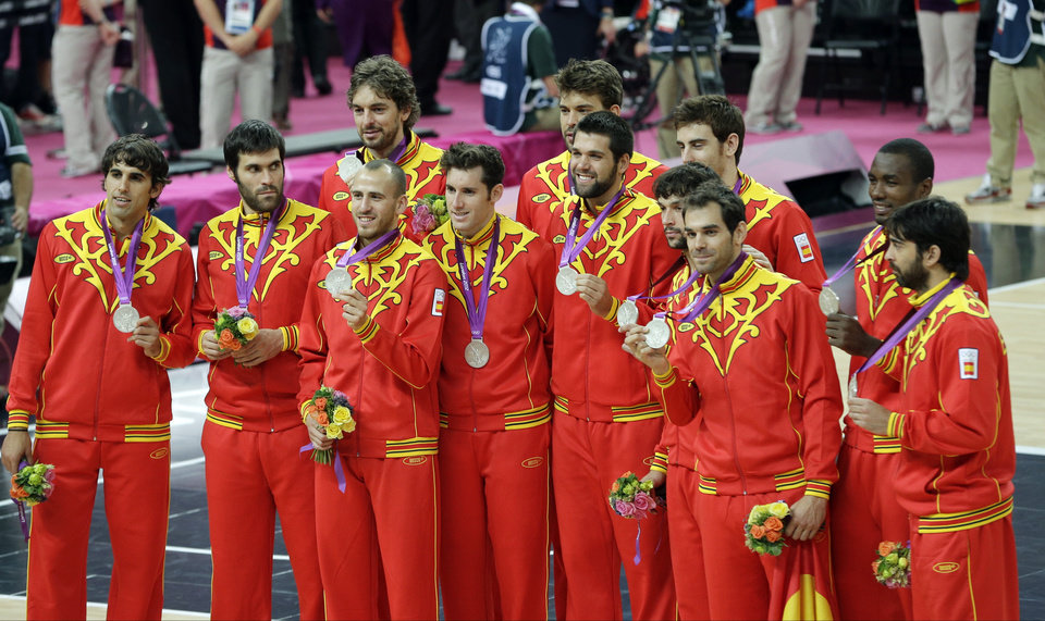 Members of Spain basketball team display the silver medal during a ceremony at the 2012 Summer Olympics, Sunday, Aug. 12, 2012, in London. (AP Photo/Matt Slocum)