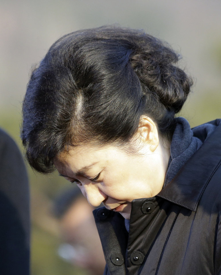 President-elect Park Geun-hye of the ruling Saenuri Party pays a silent tribute during her visit to the National Cemetery in Seoul, South Korea, Thursday, Dec. 20, 2012. Park, daughter of a divisive military strongman from South Korea's authoritarian era, was elected the country's first female president Wednesday, a landmark win that could mean a new drive to start talks with rival North Korea.  (AP Photo/Lee Jin-man, Pool)