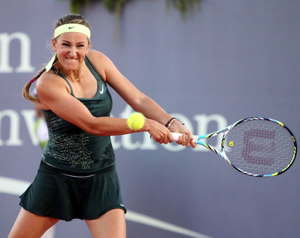 In this photo released by BEC Tero, Victoria Azarenka of Belarus returns a shot to Li Na of China during their tennis invitation match in Hua Hin, southern Thailand Saturday, Dec. 29, 2012. (AP Photo/BEC Tero) EDITORIAL USE ONLY