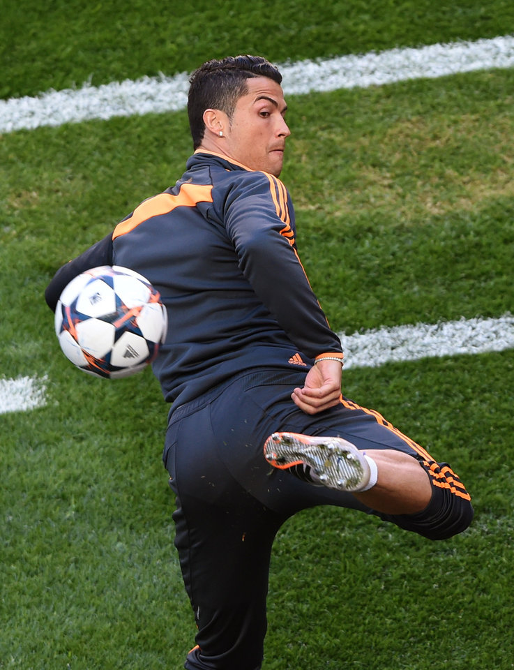 Photo - Real's Cristiano Ronaldo controls the ball,  during a training session ahead of Saturday's Champions League final soccer match between Real Madrid and Atletico Madrid, in Luz stadium in Lisbon, Portugal, Friday, May 23, 2014. (AP Photo/Paulo Duarte)