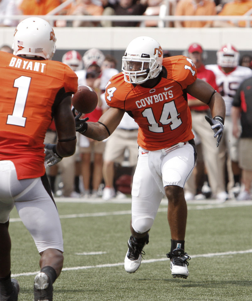 Photo - Justin Horton gets a pass during the college football game between OSU and the University of Georgia at Boone Pickens Stadium on the campus of Oklahoma State University in Stillwater Saturday, Sept. 5, 2009. Photo by Doug Hoke, The Oklahoman. ORG XMIT: KOD