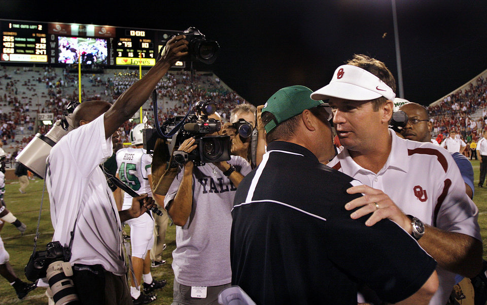 Photo - Oklahoma coach Bob Stoops, right, meets North Texas coach Todd Dodge at midfield after the Sooners 79-10 win during the University of Oklahoma Sooners (OU) college football game against the University of North Texas Mean Green (UNT) at the Gaylord Family -- Oklahoma Memorial Stadium, on Saturday, Sept. 1, 2007, in Norman, Okla.   By CHRIS LANDSBERGER, The Oklahoman  ORG XMIT: KOD