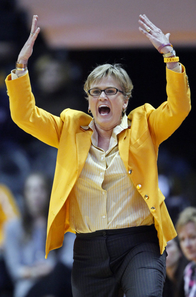 Photo - Tennessee head coach Holly Warlick yells to her player's in the second half of an NCAA college basketball game against Vanderbilt, Monday, Feb. 10, 2014, in Knoxville, Tenn. Tennessee won 81-53. (AP Photo/Wade Payne)