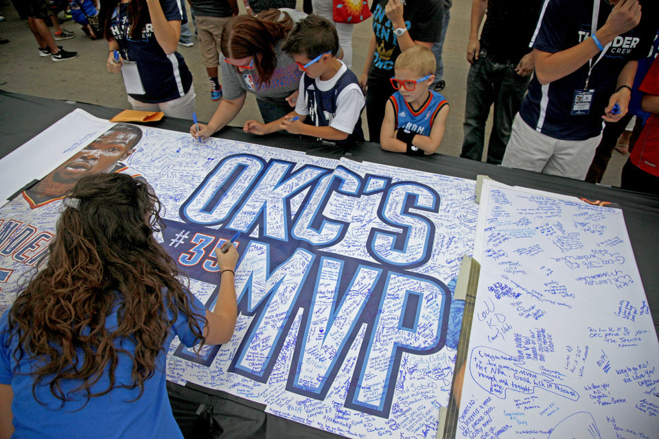 Photo - Fans sign a banner for Kevin Durant outside Chesapeake Energy Arena before Game 2 of the Western Conference semifinals in the NBA playoffs between the Oklahoma City Thunder and the Los Angeles Clippers at Chesapeake Energy Arena in Oklahoma City, Wednesday, May 7, 2014. Photo by Bryan Terry, The Oklahoman