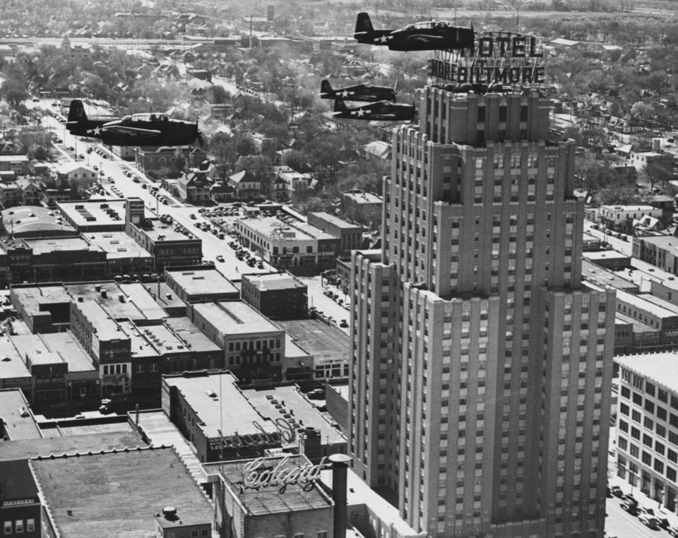OKLAHOMA CITY / SKY LINE / OKLAHOMA / AERIAL VIEWS / AERIAL PHOTOGRAPHY / AIR VIEWS: No caption. Staff photo by Morris E. Sparlin. Photo dated 11/23/1945 and unpublished. Photo arrived in library on 12/04/1945.