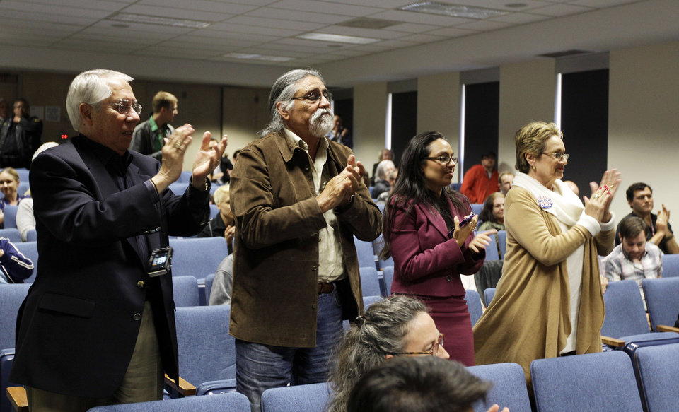 Photo -   The audience applauds Mariela Castro, daughter of Cuban President Raul Castro, after she spoke at an academic conference at San Francisco General Hospital in San Francisco, Wednesday, May 23, 2012. Castro, an outspoken gay rights advocate, spoke at a medical lecture for health care providers on care for transgender patients. (AP Photo/Eric Risberg)