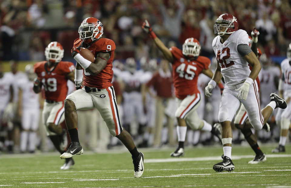 Photo - Georgia linebacker Alec Ogletree (9) runs back a blocked field goal  for a touchdown during the second half of the Southeastern Conference championship NCAA college footballgame against Alabama, Saturday, Dec. 1, 2012, in Atlanta. (AP Photo/David Goldman)