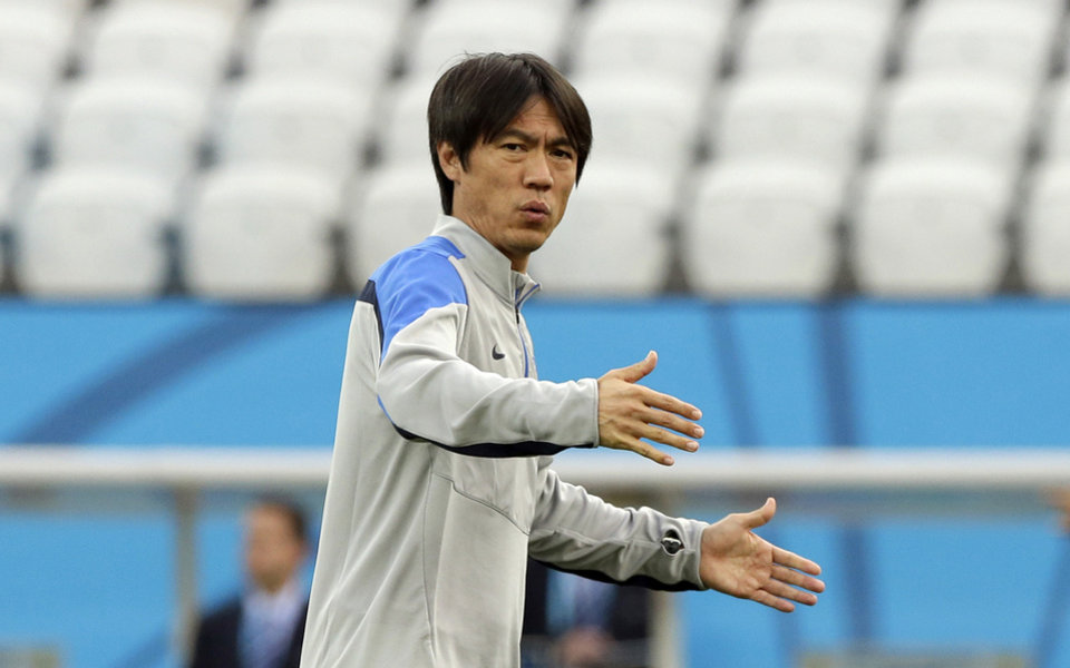 Photo - South Korea national soccer team coach Hong Myung-bo checks the stadium during an official training session the day before the group H World Cup soccer match between South Korea and Belgium at the Itaquerao Stadium in Sao Paulo, Brazil, Wednesday, June 25, 2014. (AP Photo/Lee Jin-man)