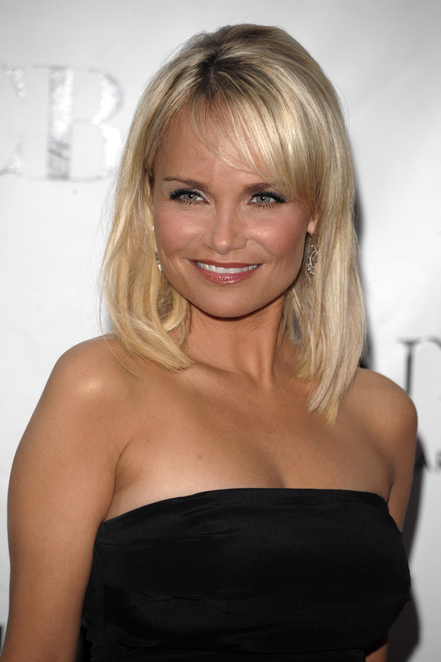 Presenter Kristin Chenoweth arrives at the 62nd Annual Tony Awards in New York, Sunday June 15, 2008. (AP Photo/Peter Kramer) ORG XMIT: NYLS112