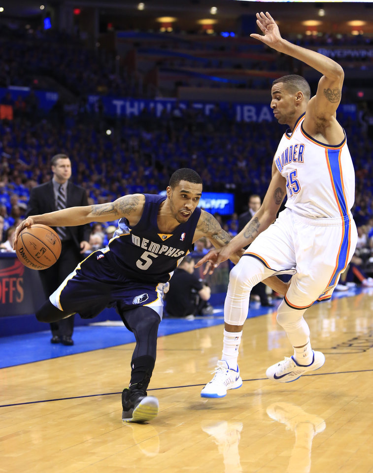 Photo - Memphis Grizzlies guard Courtney Lee (5) drives to the basket around Oklahoma City Thunder guard Thabo Sefolosha (25) during the first quarter of Game 1 of the opening-round NBA basketball playoff series in Oklahoma City on Saturday, April 19, 2014. (AP Photo/Alonzo Adams)