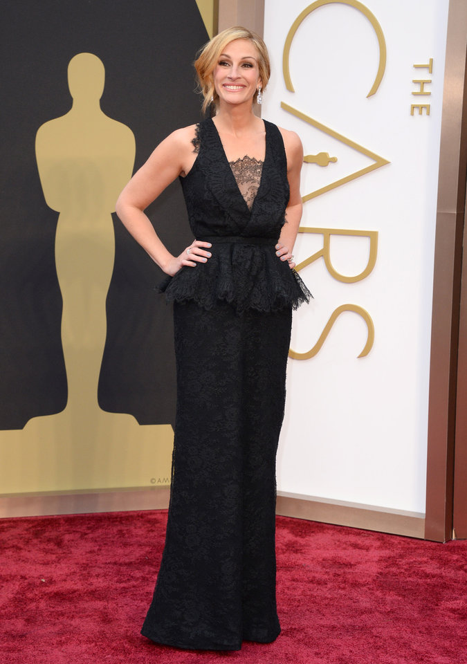Photo - Julia Roberts arrives at the Oscars on Sunday, March 2, 2014, at the Dolby Theatre in Los Angeles.  (Photo by Jordan Strauss/Invision/AP)