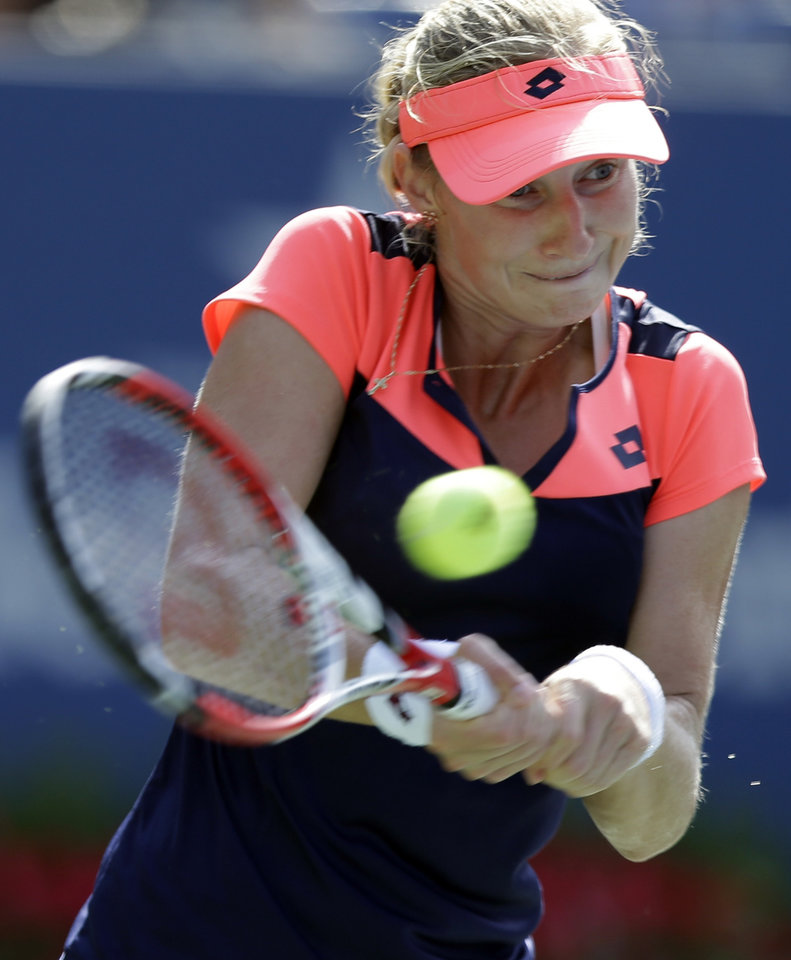 Photo - Ekaterina Makarova, of Russia, returns a shot to Li Na, of China, during the quarterfinals of the 2013 U.S. Open tennis tournament, Tuesday, Sept. 3, 2013, in New York. (AP Photo/Julio Cortez)