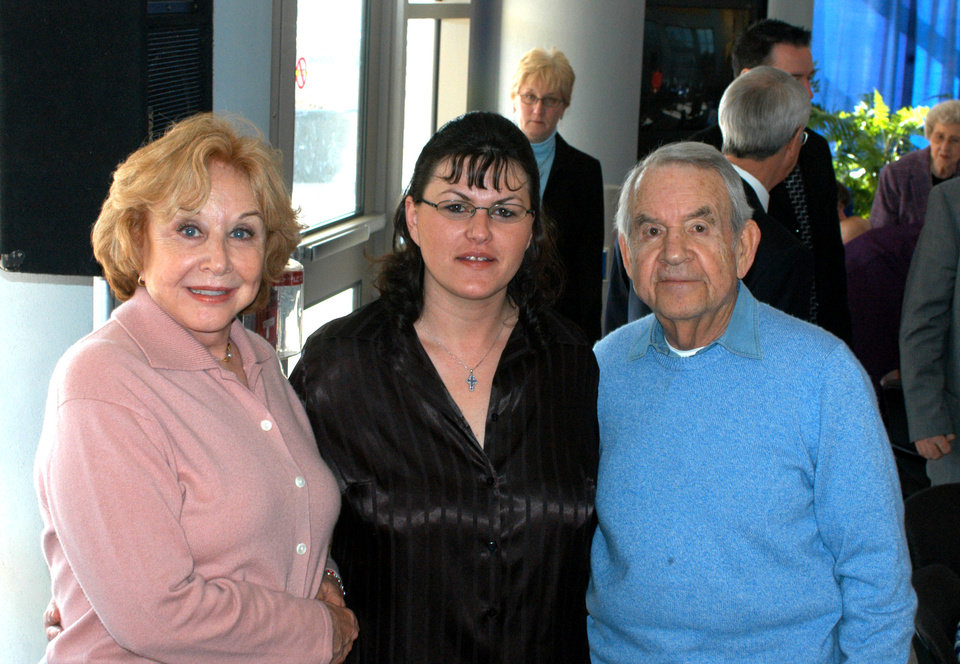 Michael Learned and Tom Bosley visit with Rose State College student Johnna Ray during Wednesday�s Lunch with the Stars. Ray is the editor of the RSC student newspaper, 15th Street News.<br/><b>Community Photo By:</b> Steve Reeves<br/><b>Submitted By:</b> natalie,